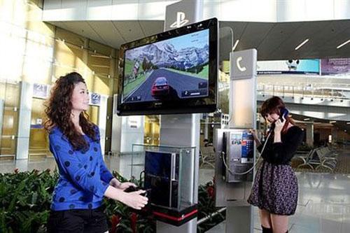 【业界】从今天开始你就可以在香港机场一边等飞机一边玩PS3了
